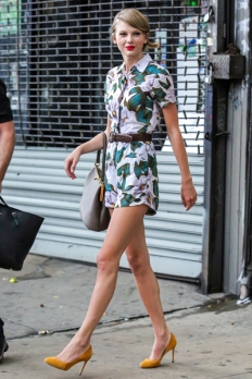sev-taylor-swift-street-style-floral-romper-nyc-lgn